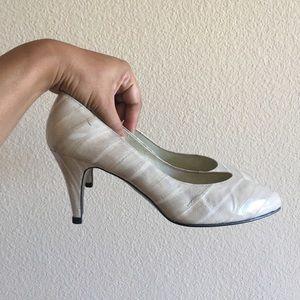 Vintage 1980s Whiteish Leather Eelskin Heels Pumps